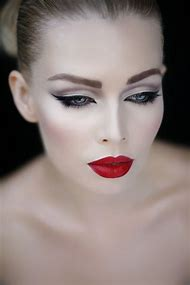Cat Eye Makeup with Red Lipstick