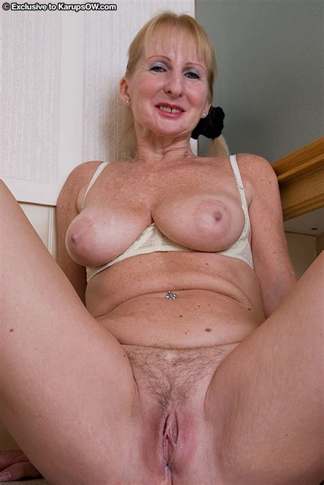 Ugly Mature Blonde In Stockings Revealing Her Massive