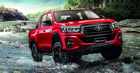 toyota hilux revo facelift unveiled  thailand