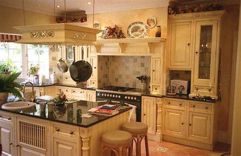 disenos de cocinas pequenas de madera de pino tips