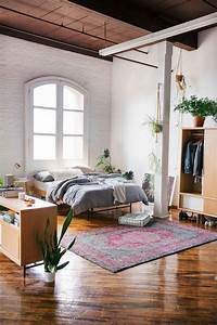 1001 idees pour une decoration chambre adulte comment for Tapis chambre bébé avec cale pour fenetre