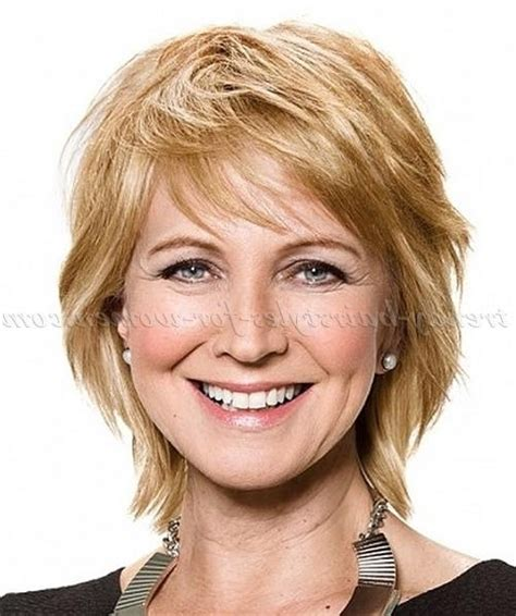 2019 popular short layered hairstyles for fine hair over 50