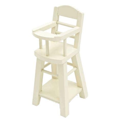 chaise haute bébé en bois jouets gt poupées et maisons à jouer gt chaise haute bébé en bois