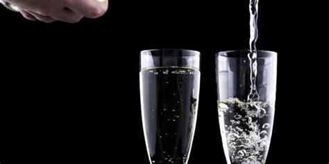 Perchè aprire lo champagne, è un arte. Come conservare lo champagne in modo corretto - Lambrusco ...
