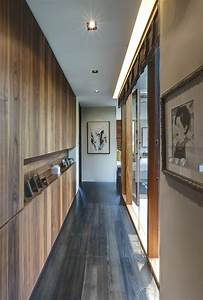 Modern, Hallway