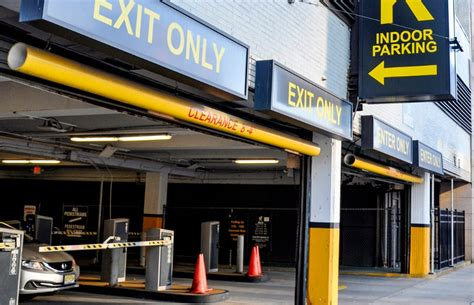 Parking Garages In Newark Nj by Cushman Wakefield Brokers Parking Garage Trade In Newark