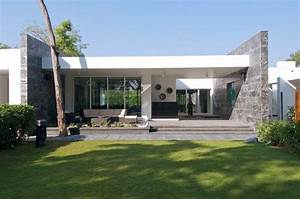 Stylish And Modern: Dinesh Mills Bungalow By Atelier DnD ...