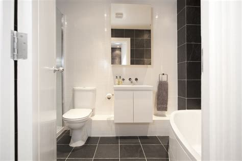 Ideas For A Small Bathroom In An Apartment by 20 Stylish Small White Bathrooms Design Ideas With Pictures