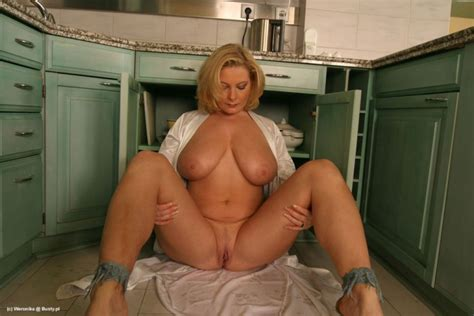 Busty Chubby Mature Shaved Totally Shaved Blonde Babe With Pendulous Tits In Kitchen Tgp