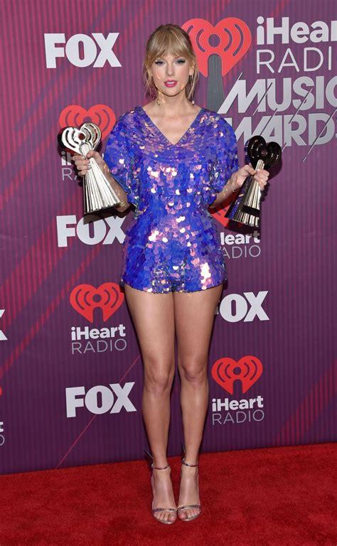 Taylor swift web, Taylor swift legs, Taylor swift