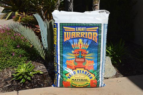 fox farm light warrior the potting soil mix