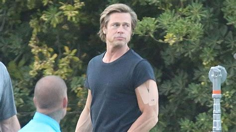brad pitts huge muscles  set  sexy pic hollywood