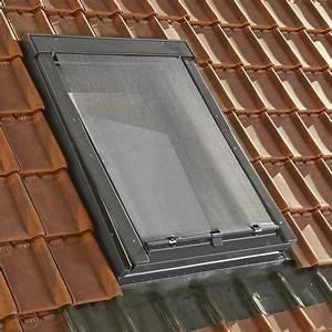 store fenetre de toit pare soleil exterieur noir artens With carrelage adhesif salle de bain avec eclairage exterieur solaire led leroy merlin