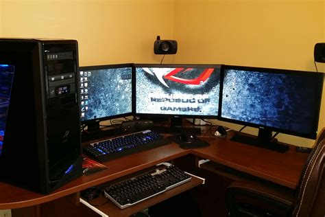 gaming computer desk for multiple monitors how to set up multiple monitors for pc gaming digital trends