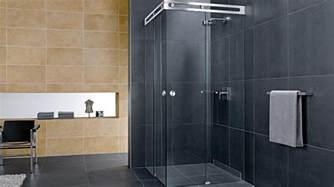 badezimmer duschkabine duschabtrennung aus glas mit schiebetüren 4 duschkabinen