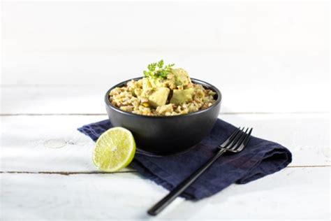 cuisiner le bar en papillote recette curry de maigre à la noix de coco