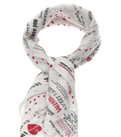 comptoir des cotonniers st etienne st valentin un foulard pour lui dire quot je t aime quot