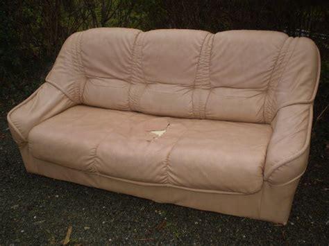canapé cuir déchiré canape lit à donner à landeronde