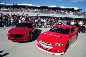 No más «stock-car» feos: Dodge presentó agresivo Charger