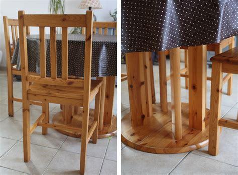 repeindre chaise en bois repeintes en gris ces chaises et cette table sont plus