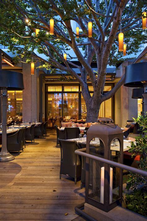 circle design oak grill  fashion island hotel