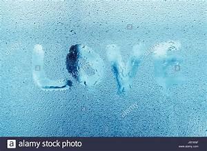 Wasser Am Fenster : wort love mit wasser tropft auf glasfenster kondenswasser am fenster hohe luftfeuchtigkeit ~ Eleganceandgraceweddings.com Haus und Dekorationen