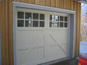 Carriage style garage door garage doors carriage for Carriage type garage doors