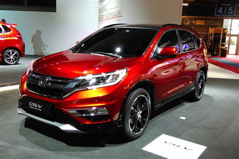 facelifted honda cr  suv  details carbuyer