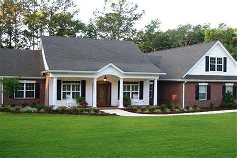 Colonial  Ranch Home Plan 3 Bdrm, 2097 Sq Ft House