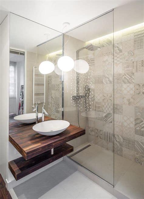 Kleines Bad Beleuchtung by Led Licht Spiegel Und Glas Im Kleinen Bad Mit Dusche