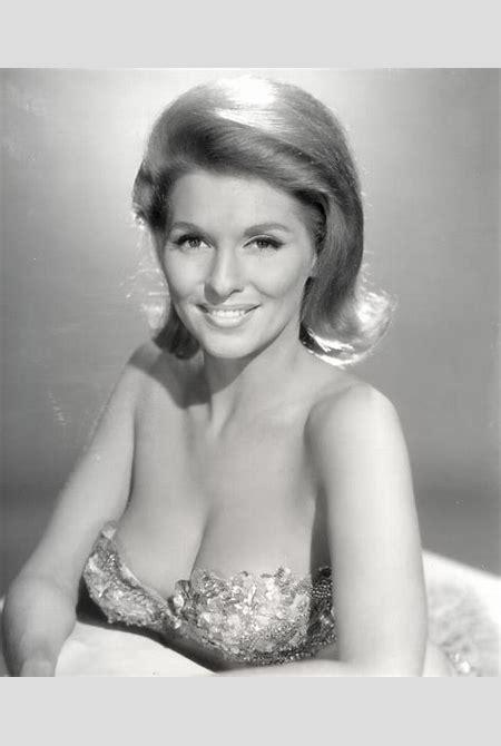 Nancy Kovack | A true beauty of the 60s, Nancy Kovack define… | Flickr