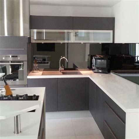 cr馘ence en miroir pour cuisine credence de cuisine miroir noir