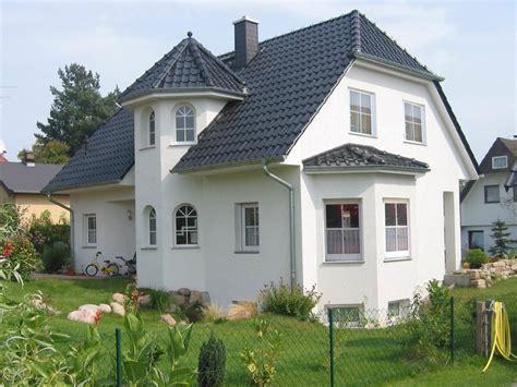 Moderne Häuser Mit Krüppelwalmdach by Einfamilienhaus White Pearl 1 Domoplan Massivhaus
