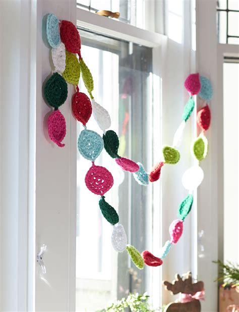 lily festive garland crochet pattern yarnspirations