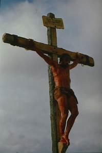 Pin Simon Of Cyrene (Jarreth Merz) Helps Jesus (Jim ...