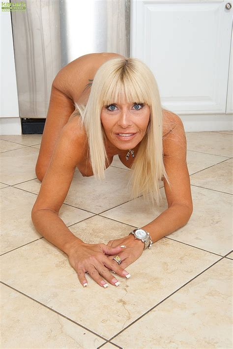 blonde milf kasey storm serve something mouth wate moms archive