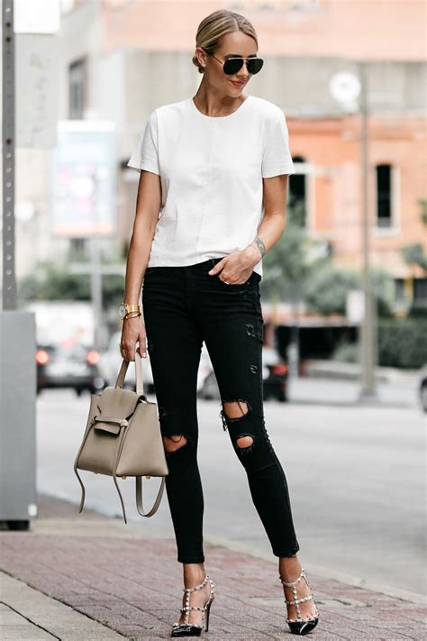 AN EASY WHITE TSHIRT AND JEANS OUTFIT | Fashion Jackson