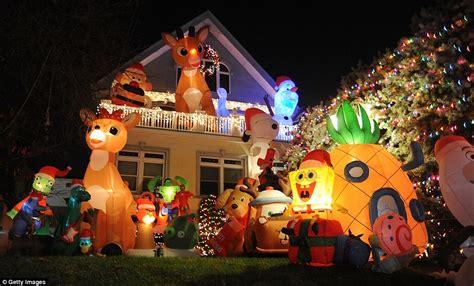 brooklyn neighborhoods christmas lights draw visitors