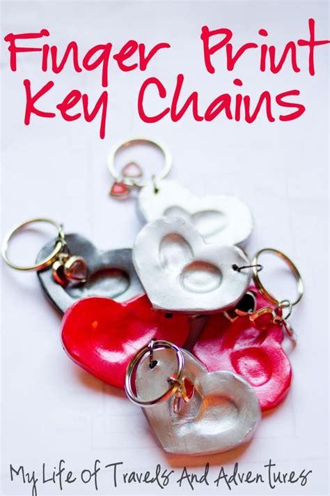 finger print key chains geschenke basteln mit kindern abdr 252 cke geschenke und geschenke basteln