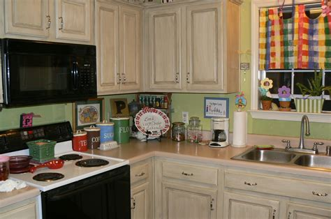 Repainting Kitchen Cupboards by Best Repainting Kitchen Cabinets Loccie Better Homes