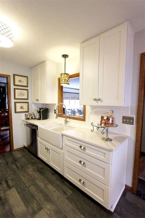 15+ Stunning Maple Kitchen Cabinets With White Quartz
