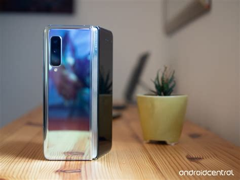 flipboard samsung receives reports of galaxy fold screen problems says to investigate