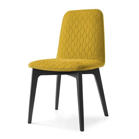 chaise jaune moutarde chaise scandinave en tissu jaune moutarde kola