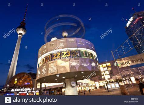 berlin fernsehturm  world clock  night