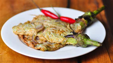 aubergine cuisiner eggplant omelette tortang talong recipe sbs food