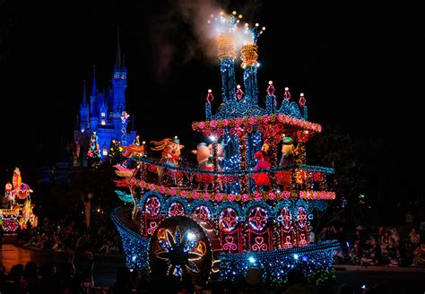 light parade disneyland disney parks after dreamlights light up the
