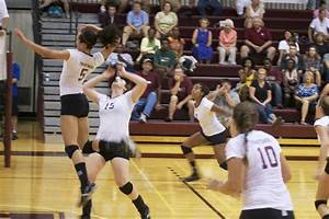 Volleyball Ends Season in ECAC Semifinals – The Phoenix