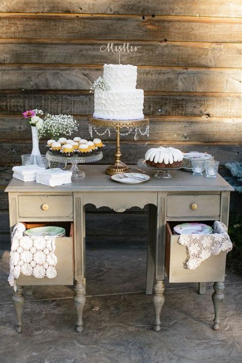 Promise Picks: Wedding Cake Display Cabinets & Tables
