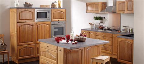 meuble bas de cuisine conforama cuisine chêne massif vernis chapeau de gendarme chêtre