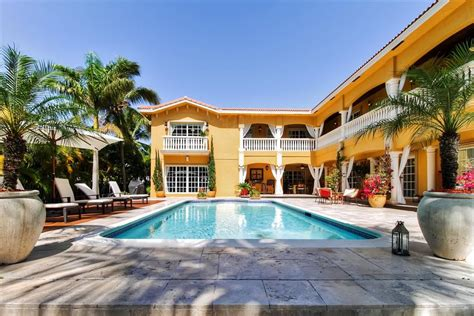 Deck Hallandale Hours by Amazing Value Mediterranean Style Homeaway